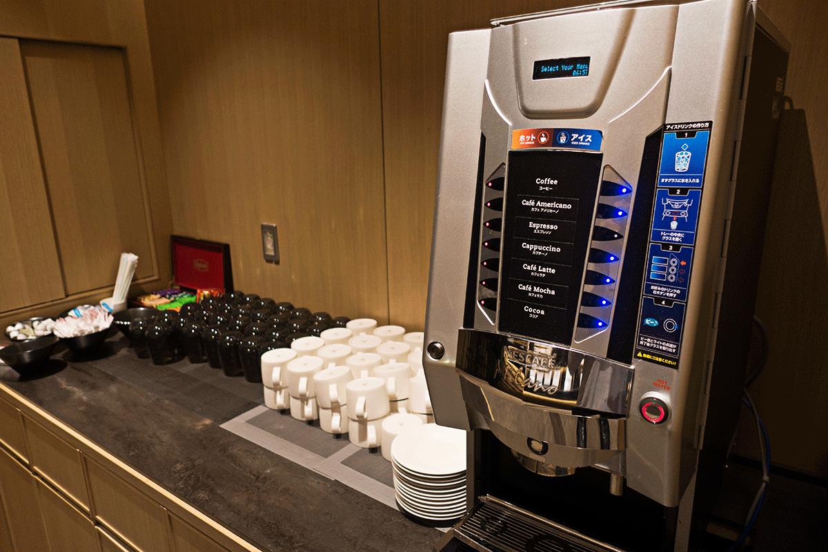 ザ・プリンスさくらタワー東京ラウンジのコーヒーメーカー