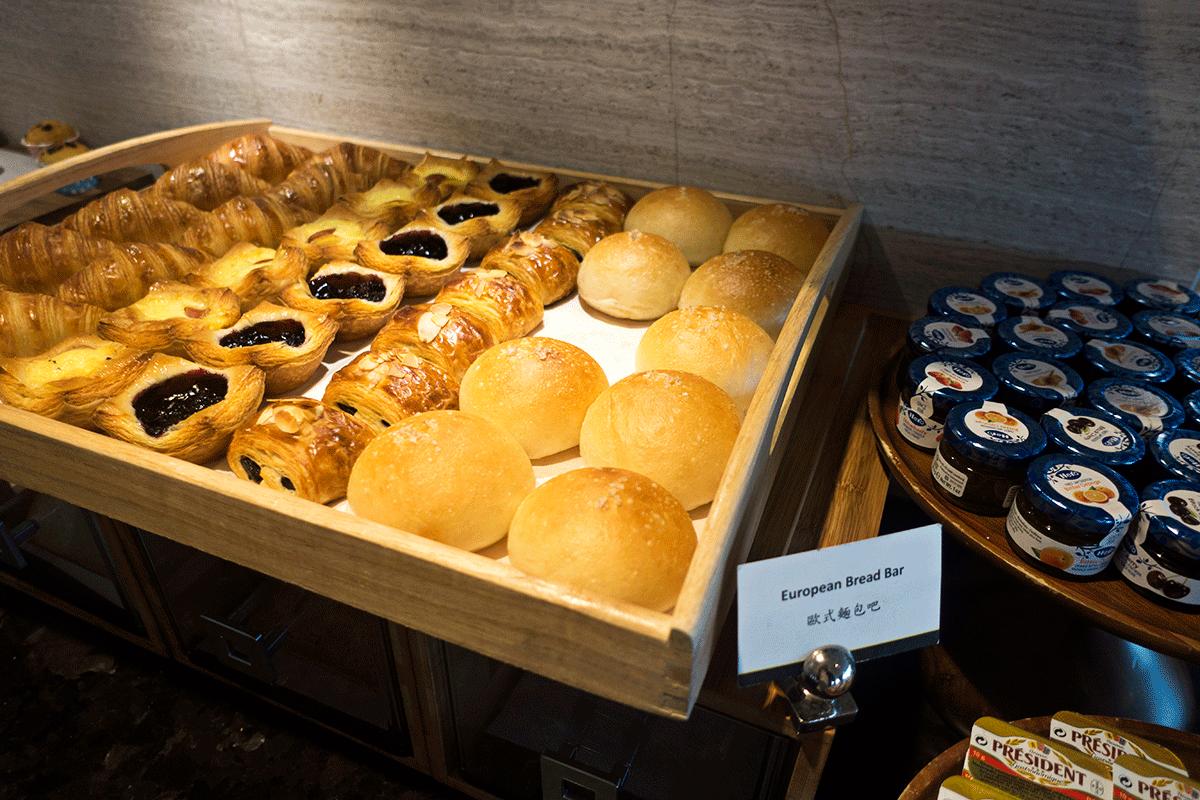 台北マリオットホテルのエグゼクティブラウンジで無料朝食特典 パン