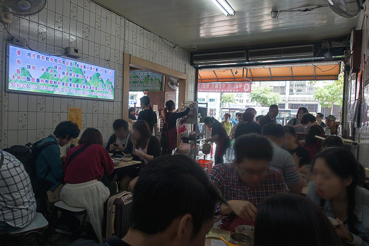 金峰魯肉飯の店内