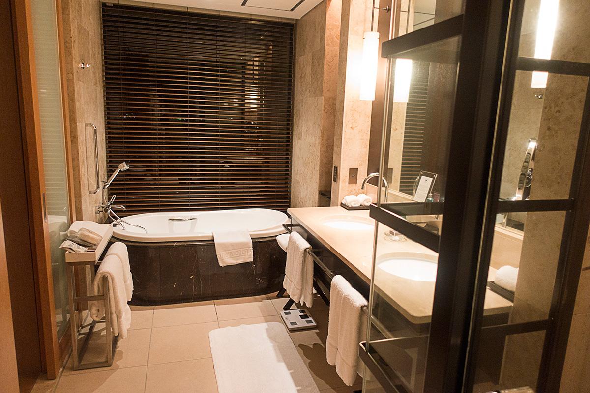 ザ・リッツ・カールトン沖縄プレミアデラックスルームのバスルーム全体