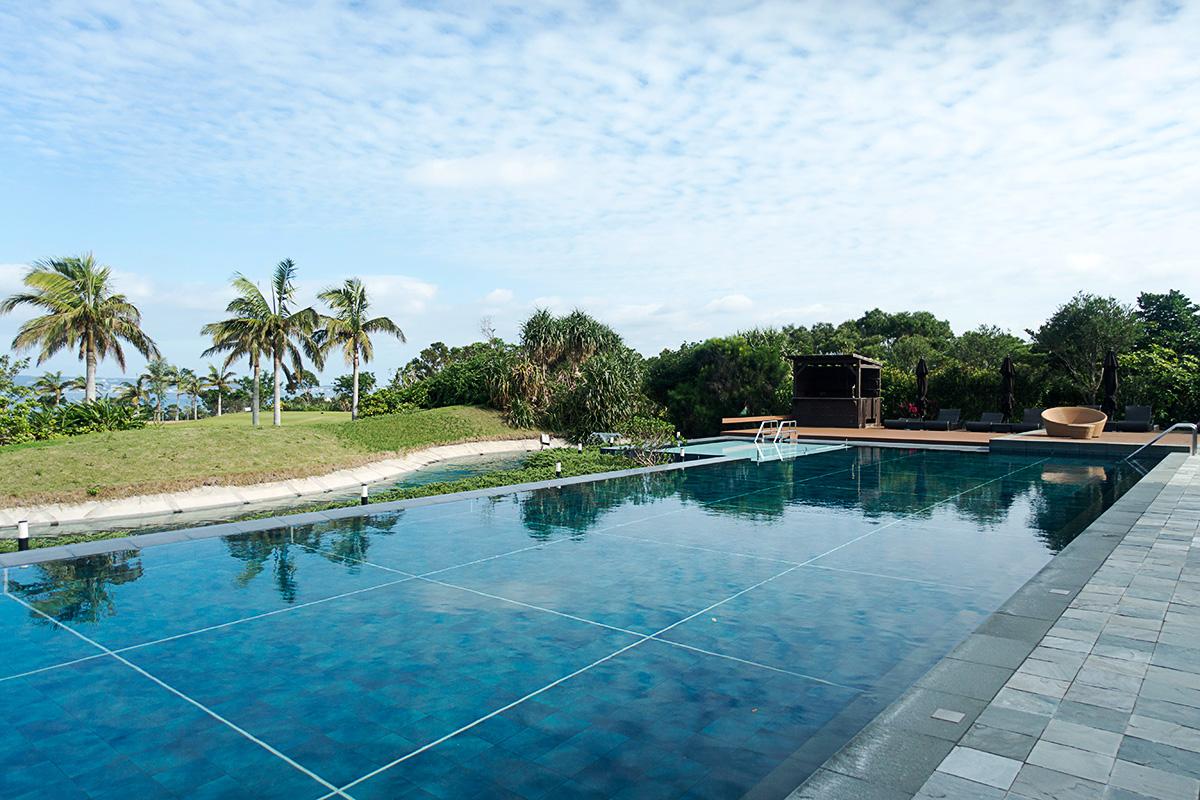 ザ・リッツ・カールトン沖縄の屋外プール