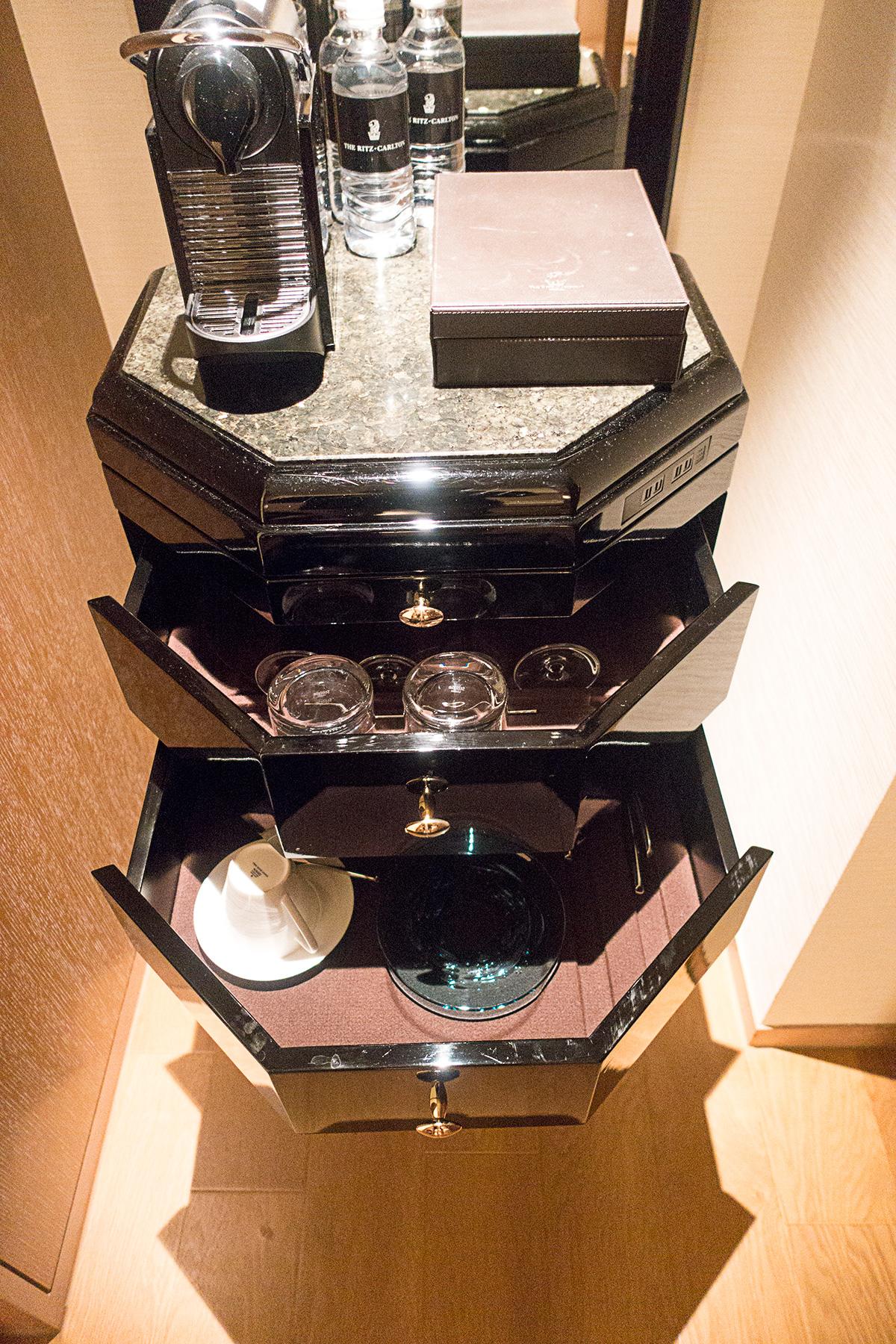 ザ・リッツ・カールトン沖縄プレミアデラックスルームのコーヒーメーカー