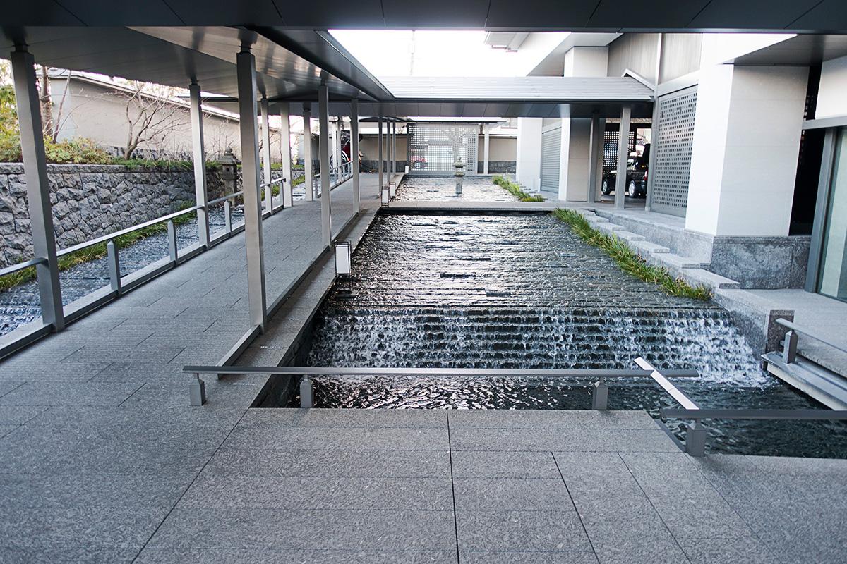 ザ・リッツ・カールトン京都のエントランスまでのアプローチ