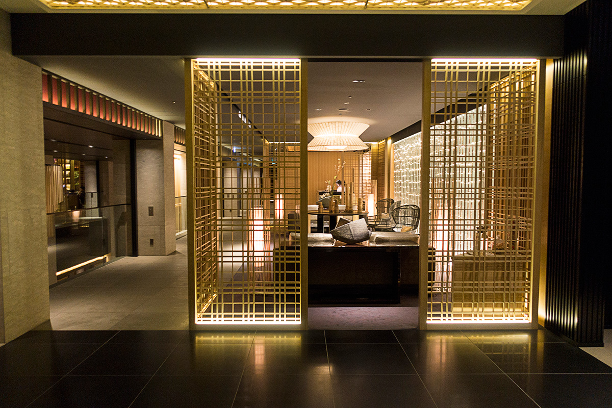ザ・リッツ・カールトン京都のフロント横エレベーター