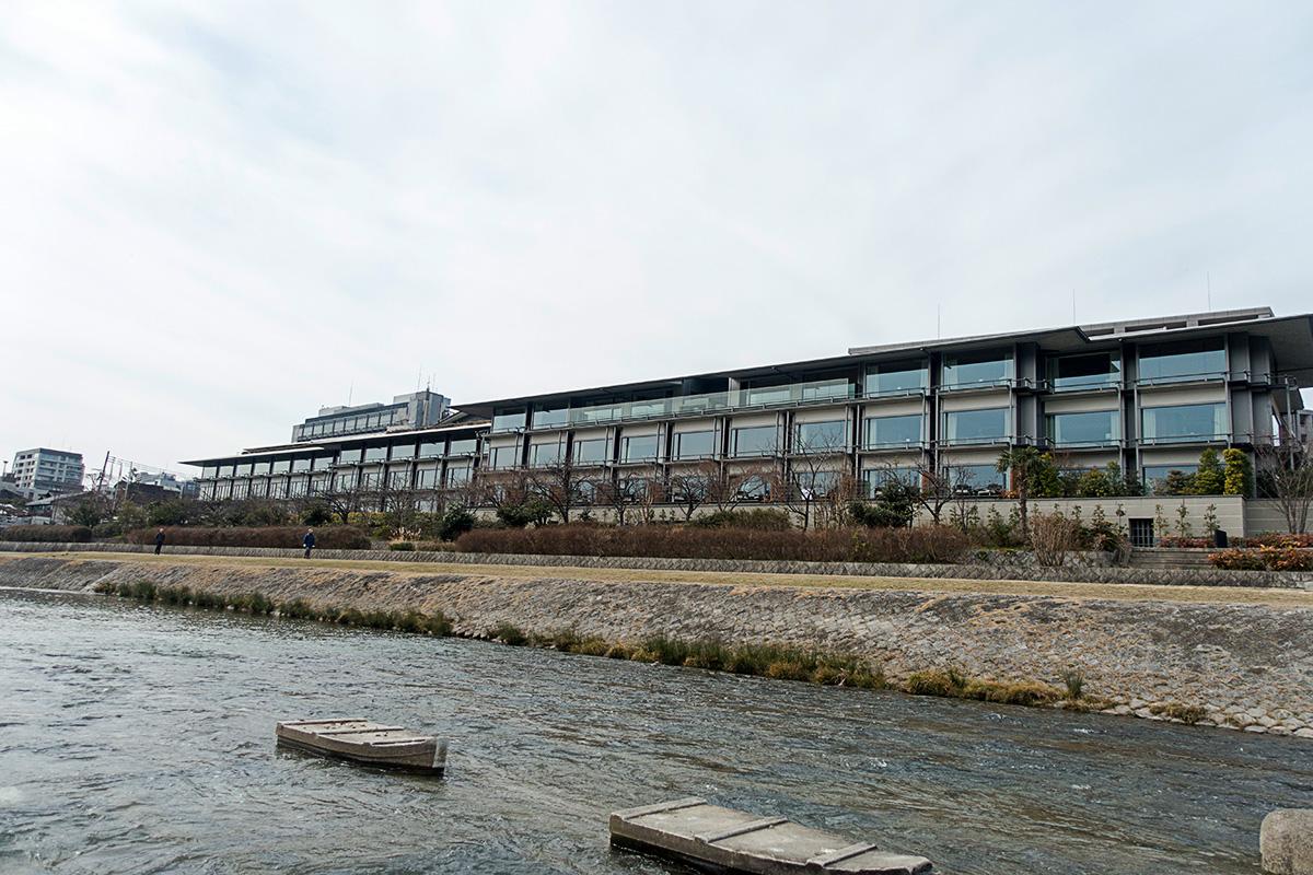 ザ・リッツ・カールトン京都の鴨川からの眺め