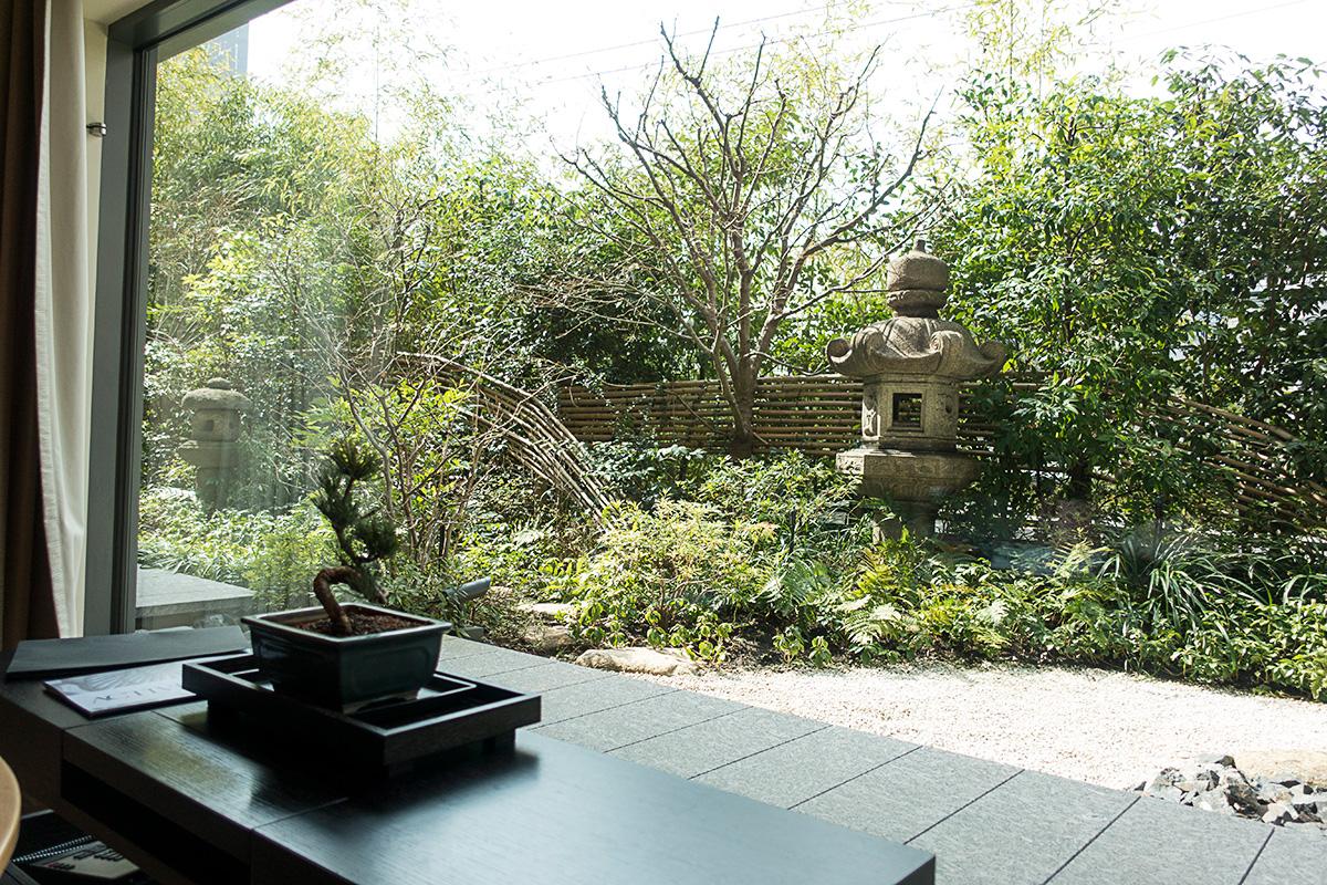 デラックスガーデンルームから見る庭園
