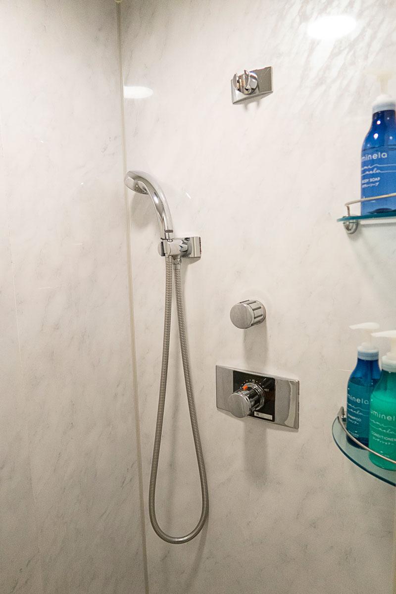 TIATシャワールームのシャワーブース