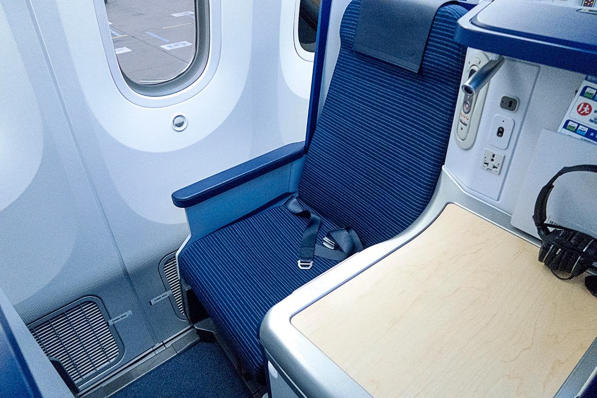 NH205便ビジネスクラスのシート