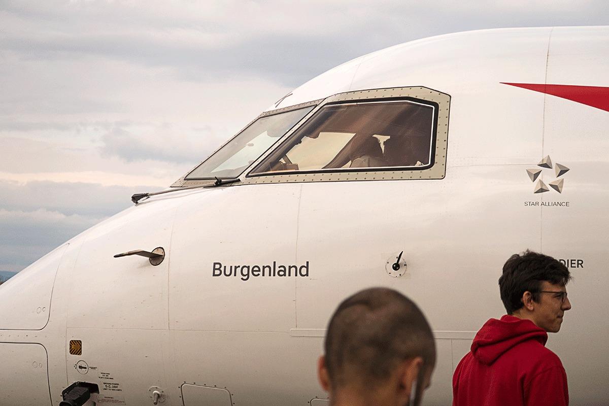 ボンバルディアQ400の横顔
