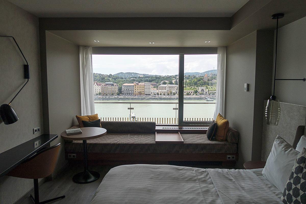 ブダペストマリオットホテルの室内から見える景色
